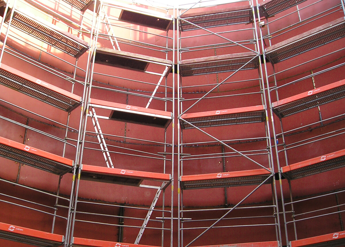 Scaffolding in the the interior of a tank